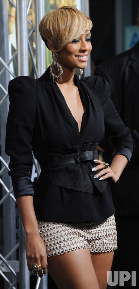 """Keri Hilson attends the """"Takers"""" premiere in Los Angeles"""