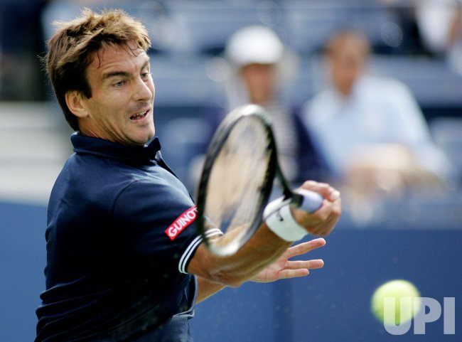 Tommy Robredo takes on Roger Federer in forth round at the US Open Tennis Championship in New York