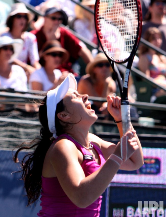 Marion Bartoli wins Bank of the West Classic tennis at Stanford University in California