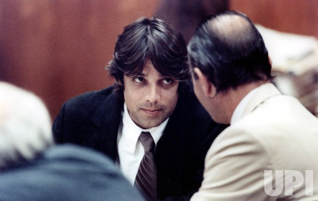 Christian Brando, son of actor Marlon Brando, leans over to speak with his attorney, Robert Shapiro.