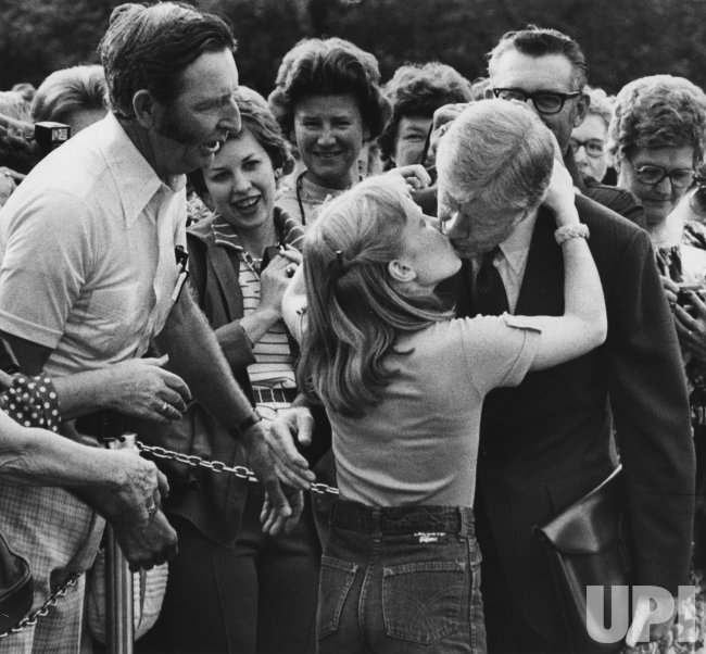Amy Carter gives her father Jimmy Carter a big goodbye ...