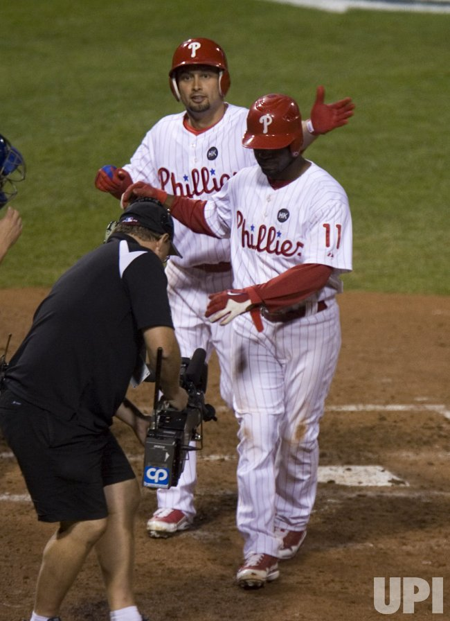 Phillies Jimmy Rollins and Shane Victorino score on Victorino homer