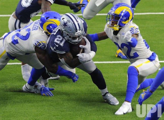 Cowboys' Ezekiel Elliott Goes In For A Touchdown Against The Rams
