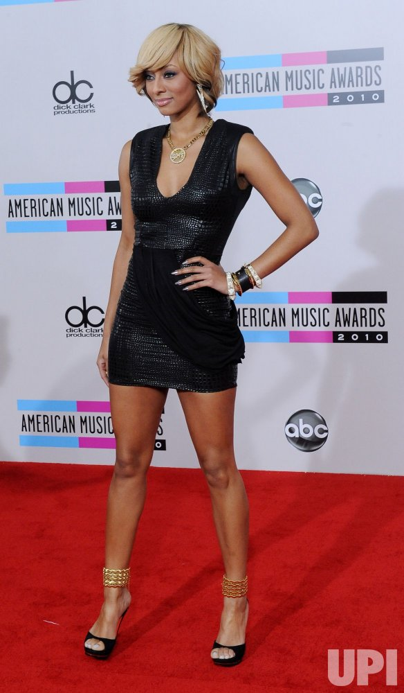 Keri Hilson arrives at the 2010 American Music Awards in Los Angeles