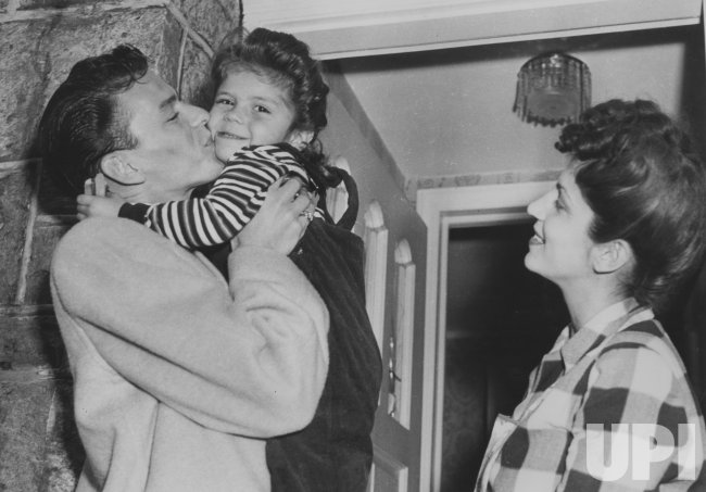 Franks Sinatra Hugs Daughter Nancy