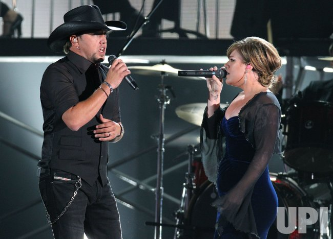 Jason Aldean and Kelley Clarkson perform during the Country Music Awards in Nashville