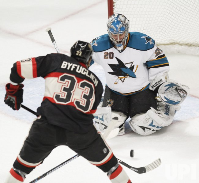 Sharks' Nabokov saves Blackhawks' Byfuglien's shot in Chicago
