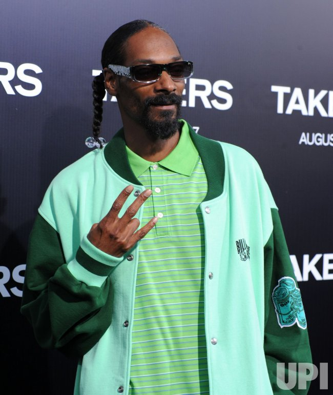 """Snoop Dogg attends the """"Takers"""" premiere in Los Angeles"""