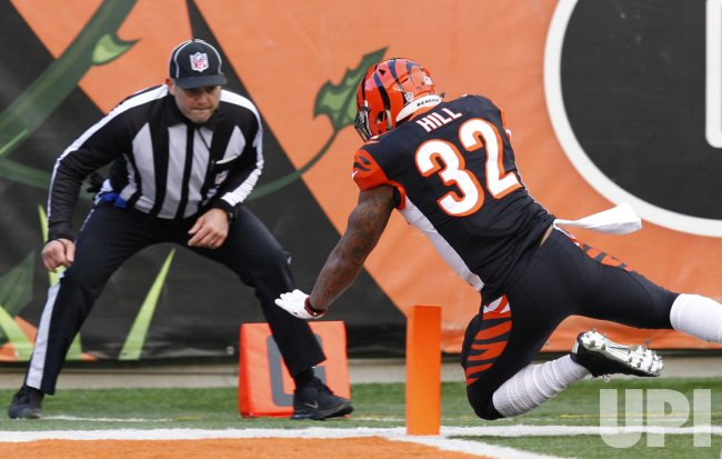 Bengals HB Jeremy Hill runs in for touchdown
