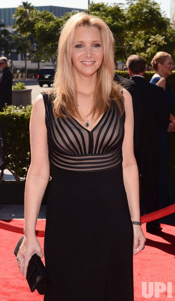Lisa Kudrow attends the 2012 Creative Arts Emmy Awards in Los Angeles