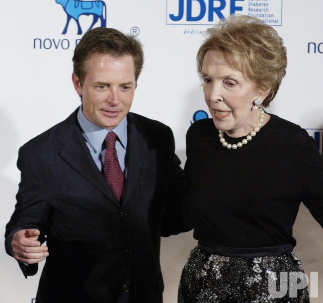 MICHAEL J. FOX AND NANCY REAGAN POSE AT DIABETES FOUNDATION TRIBUTE