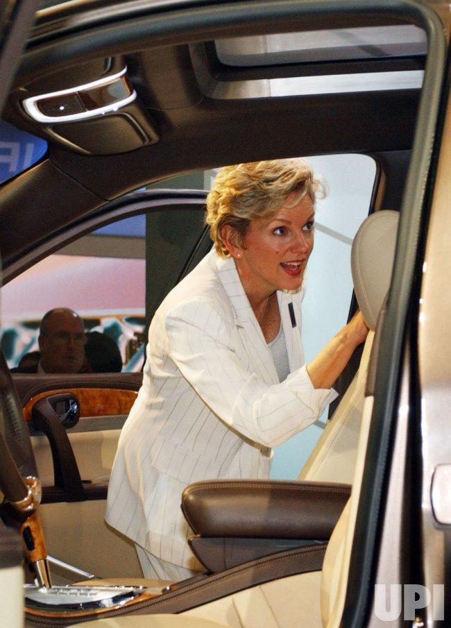MICHIGAN GOVERNOR CHECKS OUT GM CARS