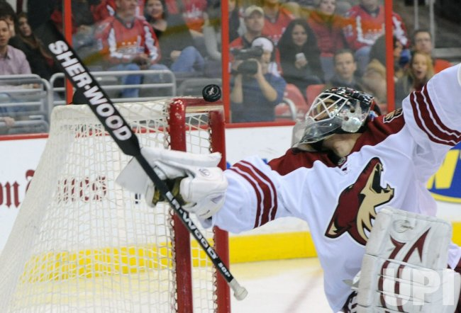 Coyotes goalie Bryzgalov deflects shot from Capitals in Washington