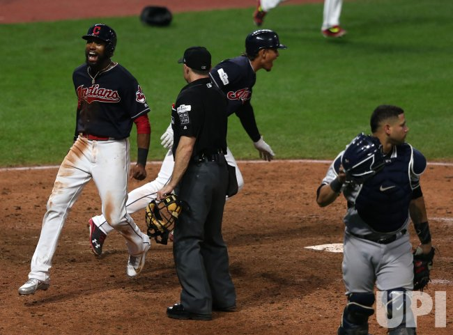 Indians Jackson scores winning run in extra innings against the Yankees