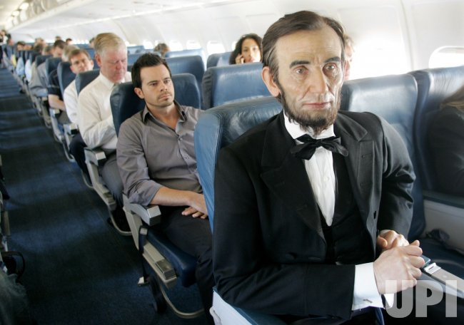 WAX FIGURE OF ABE LINCOLN HEADS TO NEW DC MUSEUM FROM NEW YORK