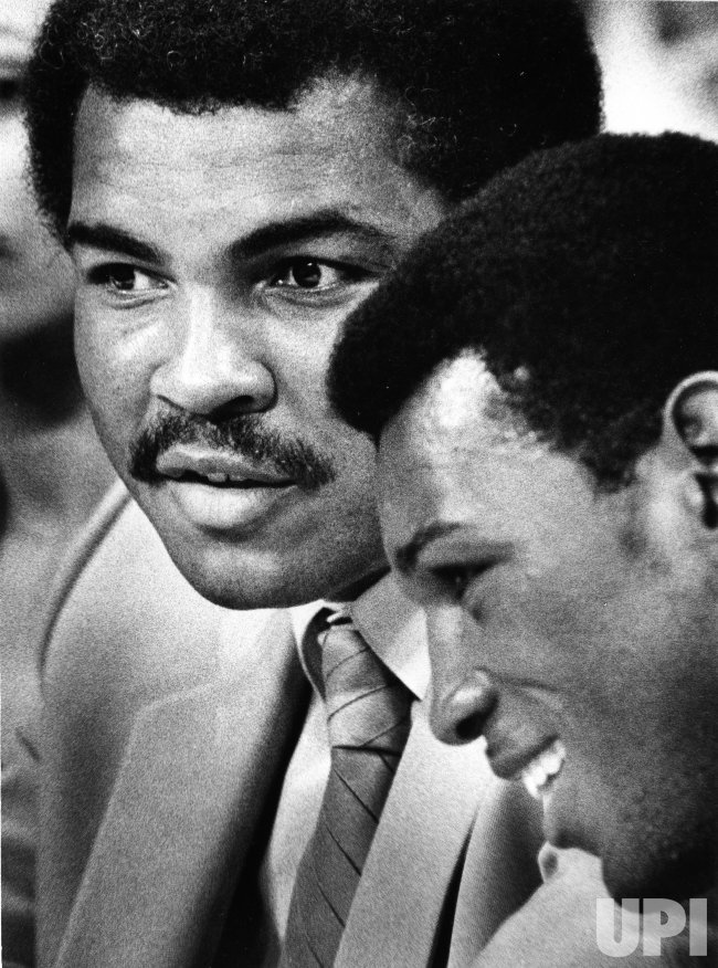 Muhammad Ali chats with Matthew Saad Muhammad, WBC World Light Heavyweight Champion