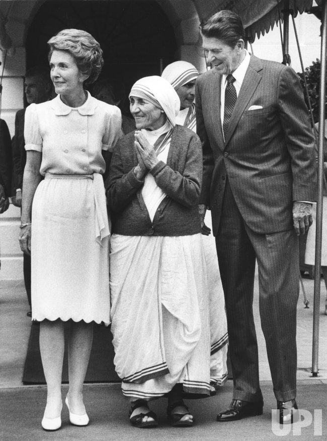 President Ronald and First Lady Nancy Reagan say goodbye to Mother Teresa
