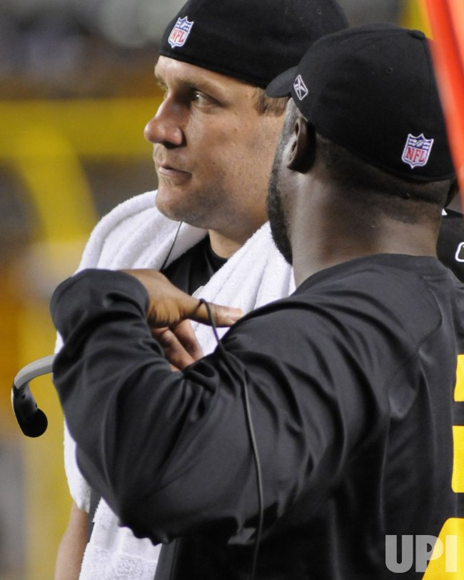 Steelers QB Roethlisberger and Coach Tomlin on sidelines in Pittsburgh