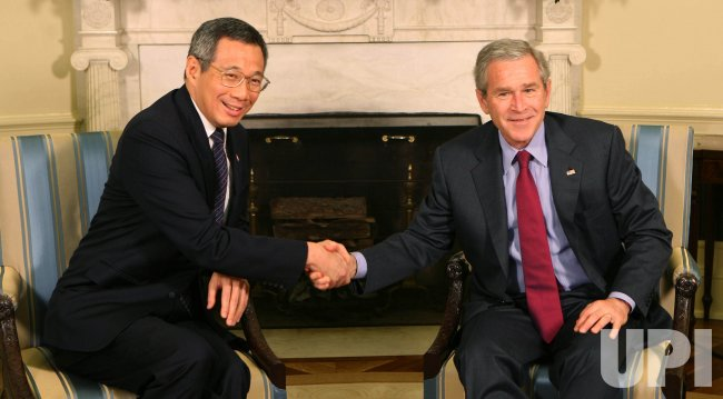 U.S. PRESIDENT BUSH MEETS WITH SINGAPORE PM IN WASHINGTON