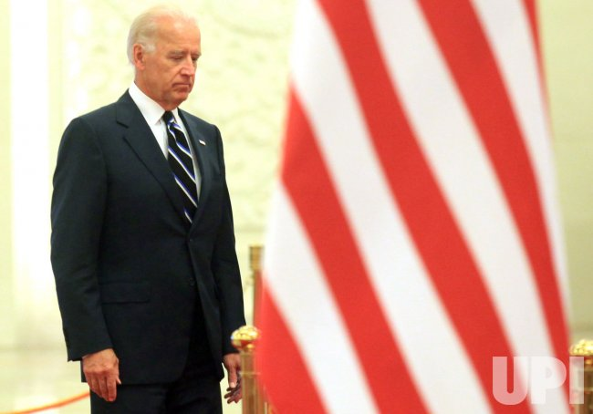 Biden attends welcoming ceremony in Beijing