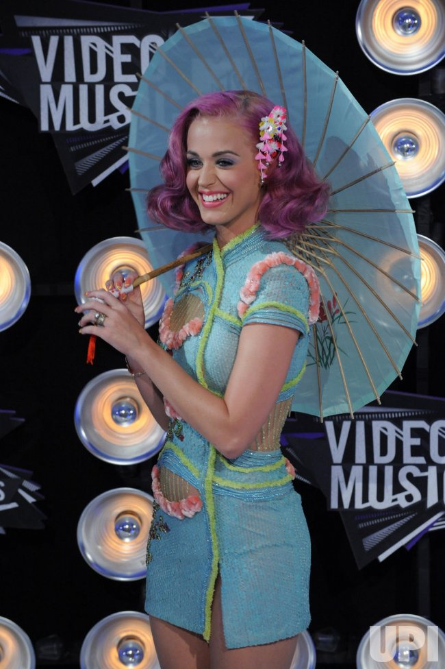 Katy Perry arrives at the 2011 MTV Video Music Awards in Los Angeles