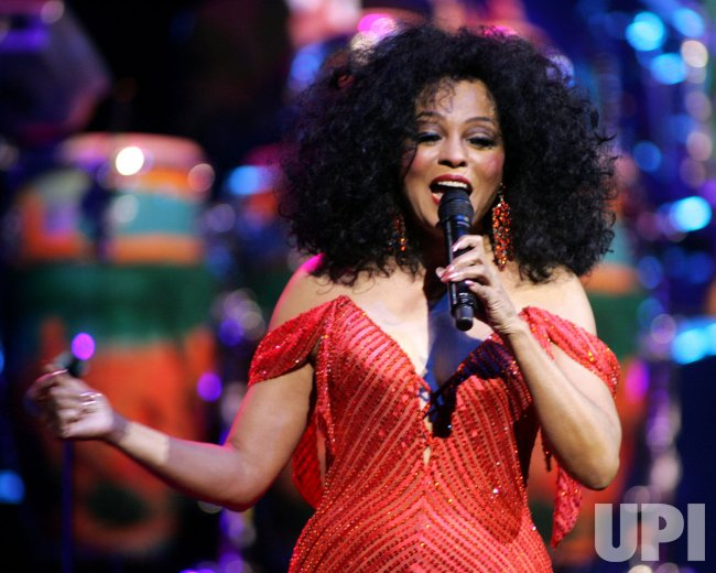 DIANA ROSS PERFORMS IN CONCERT IN FLORIDA