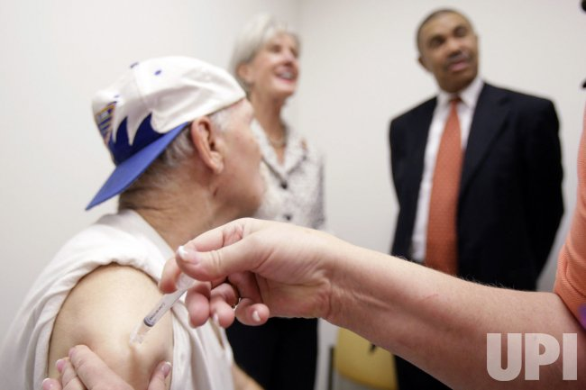 H1N1 flu vaccine is given in St. Louis