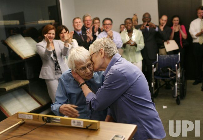 SAME SEX MARRIAGE BEGINS IN NEW YORK