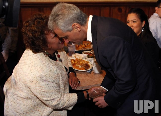 Emanuel greets diners in Chicago
