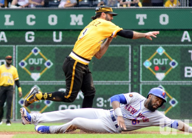 Pirates Sean Rodriguez Turns Double Play Against Mets