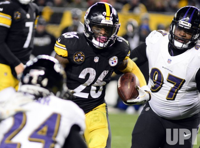 Pittsburgh Steelers Le'Veon Bell Scores Third Touchdown