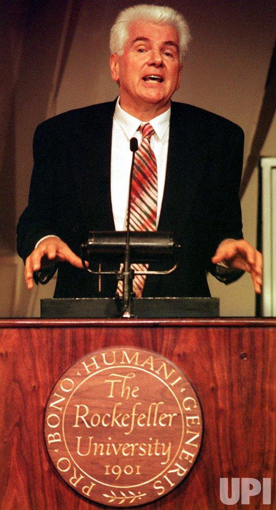 Gunter Blobel of Rockefeller University wins 1999 Nobel Prize for Medicine