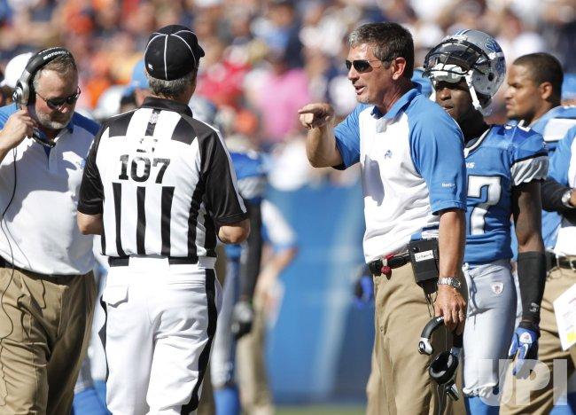 Lions coach Schwartz talks to line judge against Bears in Chicago