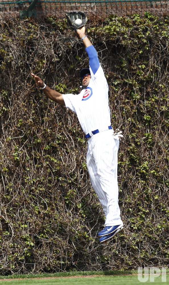 Cubs Byrd Catches Fly Ball by Cardinals Holliday