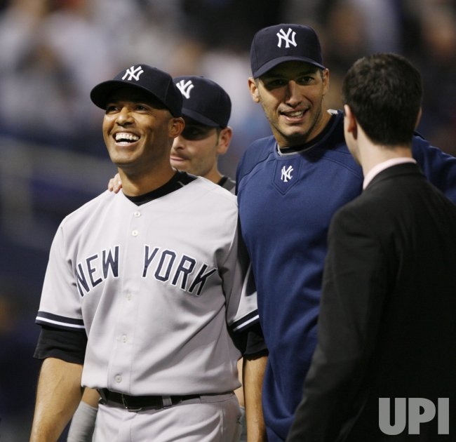 Yankees' Rivera and Pettitte walk off the field after game 3 of the ALDS in Minneapolis
