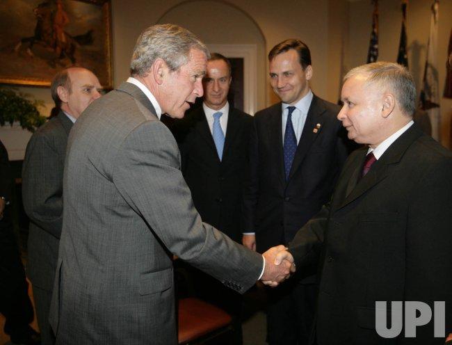 PRESIDENT BUSH GREETS POLAND PRIME MINISTER