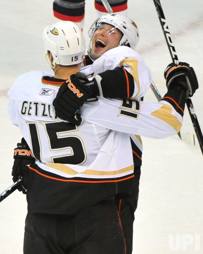 Ducks' Ryan Getzlaf scores the game winning goal in Washington