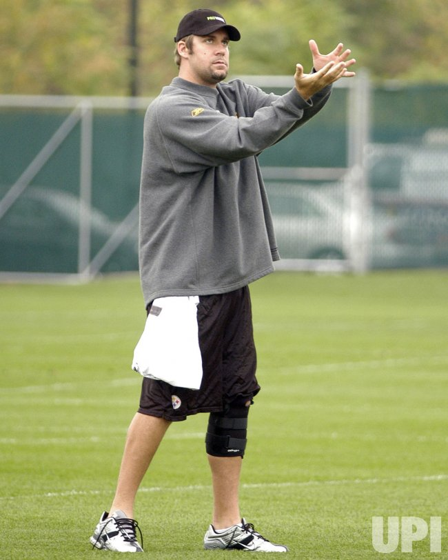 BEN ROETHLISBERGER TAKES LIGHT PRACTICE