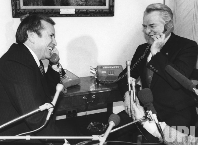 Howard Baker and Robert Byrd call President Carter to inform the 97th Congress has convened