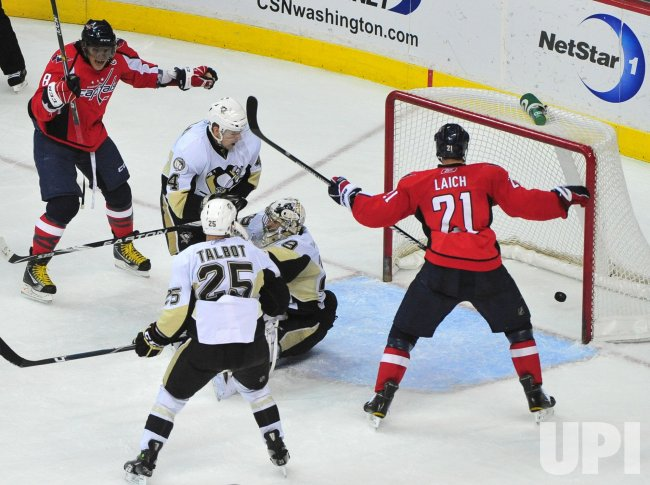 Washington Capitals celebrate Mike Green's goal in Washington