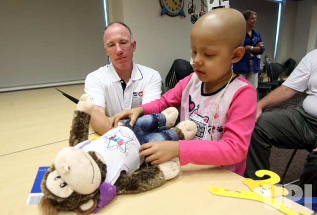 Umpires visit children at hospital in Kansas City