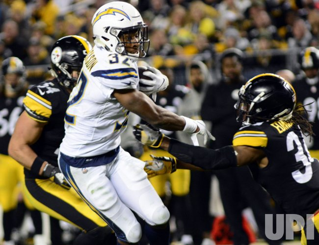 Chargers Justin Jackson Runs 18 yards for Tuchdown