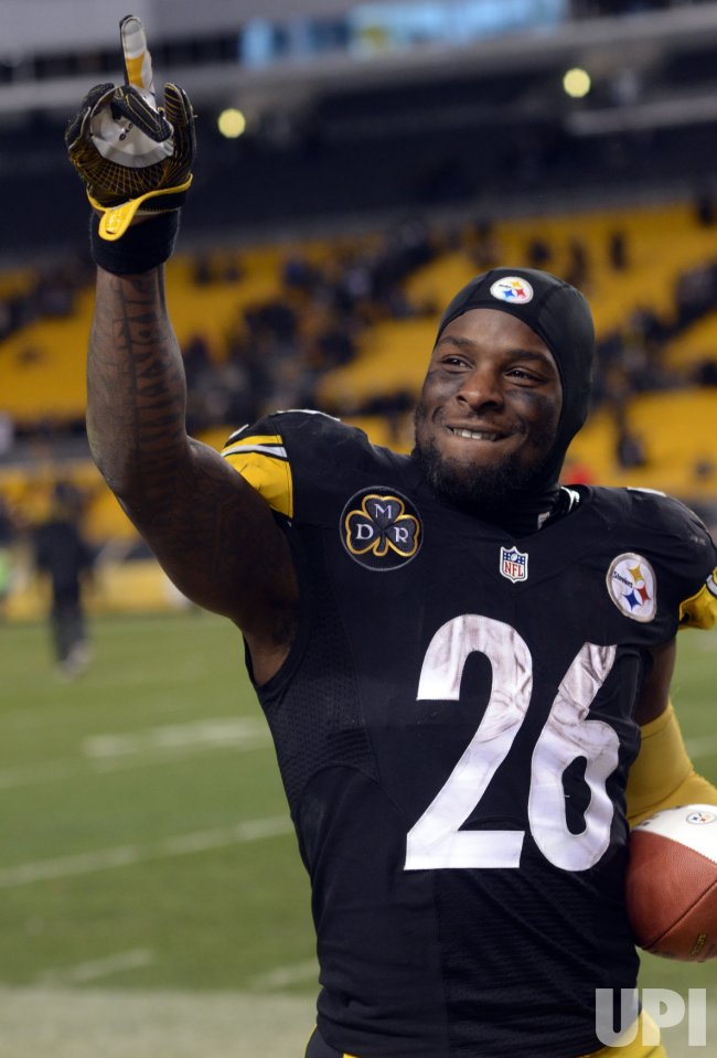 Steelers Le'Veon Bell Celebrates 39-38 Win