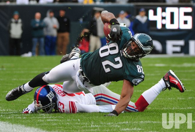 Eagles' Alex Smith is tackled by Giants' Corey Webster in Philadelphia