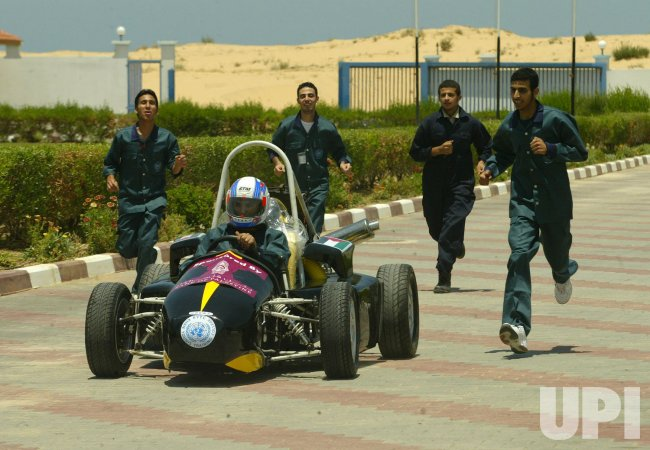 Palestinian Students Work on Their Formula 1-style Racing Car