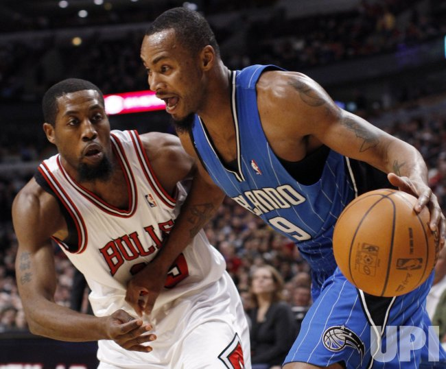 Magic's Lewis drives on Bulls' Salmons in Chicago