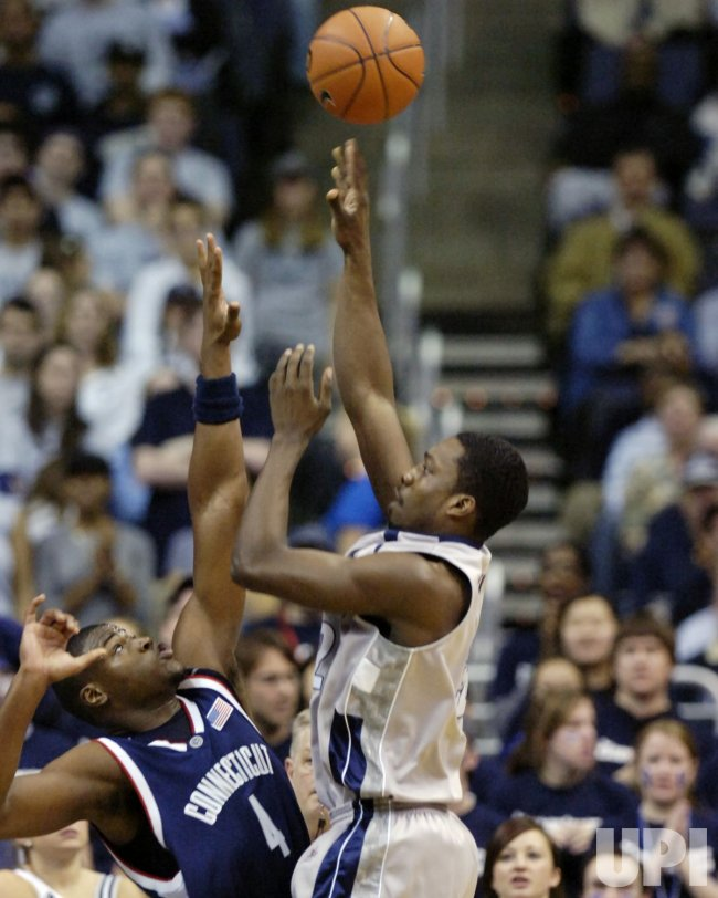 CONNECTICUT VS GEORGETOWN NCAA BASKETBALL