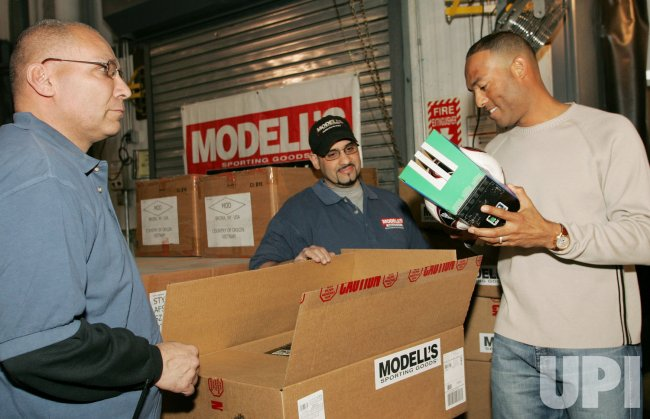 New York Yankee pitcher Mariano Rivera donates sporting goods to Panamanians in New York
