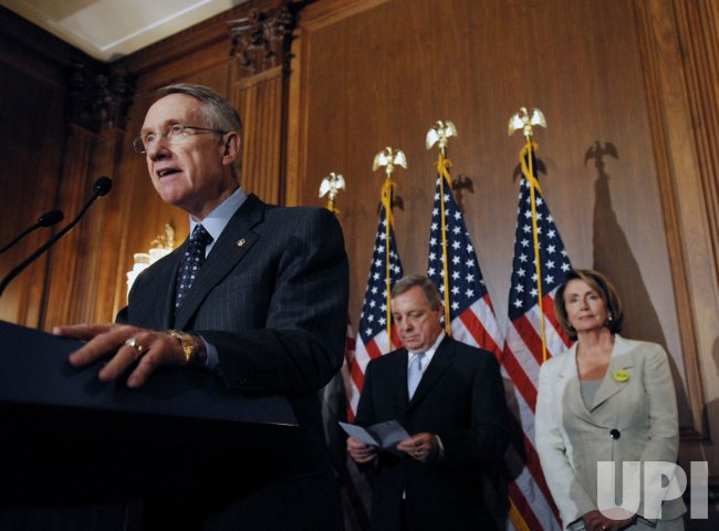 Pelosi, Reid sign legislation to reform Consumer Product Safety Commission in Washington