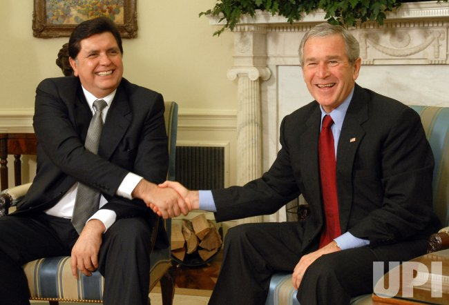 BUSH MEETS WITH PERU'S PRESIDENT GARCIA
